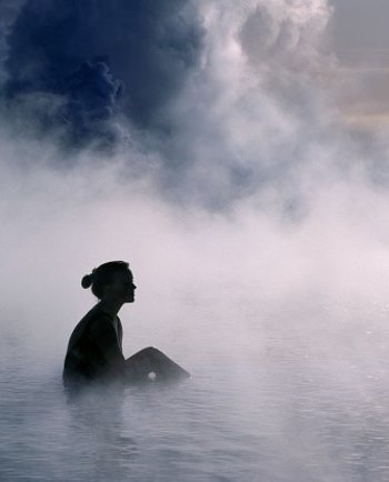 يكشف لنا الدكتور هولر قدرات مياه فيشي الغنية بالمعادن.