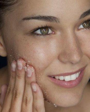 حب الشباب: لا بد من تنظيف الوجه جيدا