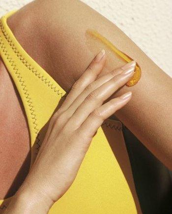 كريم وزيت الوقاية من الشمس: هل لهما نفس الفعالية ضد الأشعة فوق البنفسجية؟