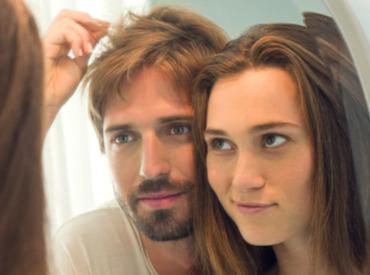تساقط الشعر: الأسباب التي تؤدي إلى تساقط الشعر
