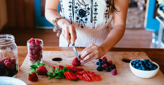 أفضل العناصر الغذائية للاِعتناء بأنواع البشرة الناضجة