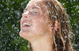 كيف تقوم مياه فيشي الحرارية بتقوية البشرة؟