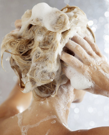 Cheveux en manque de volume : le bon shampooing
