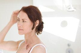 Menopause-et-chute-de-cheveux-les-solutions