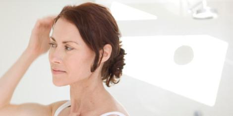 Ménopause et chute de cheveux : les solutions